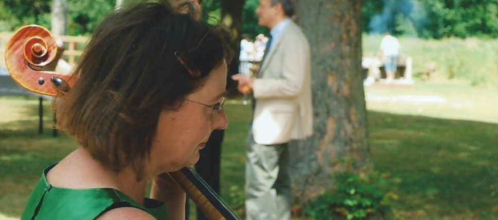 Fiona Hedges: Cello, double bass & piano teacher in West Oxford
