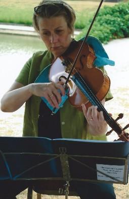 Cotswold Ensemble String Quartet at a garden party, Wolfson College, Oxford
